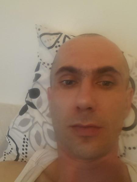 ValentinV4l3nt1n, barbat, 34 ani, Marea Britanie