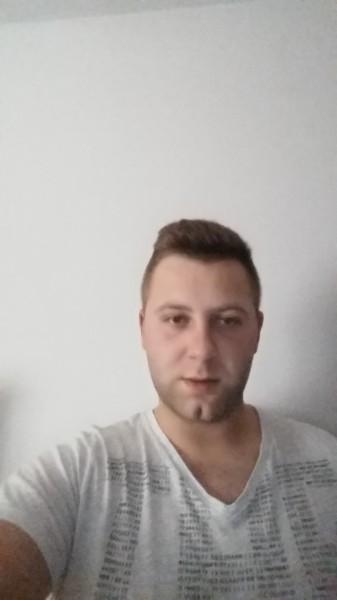 alejandroally, barbat, 25 ani, Pitesti