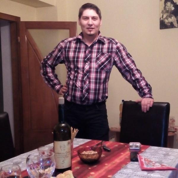 Sebastian31, barbat, 33 ani, Romania