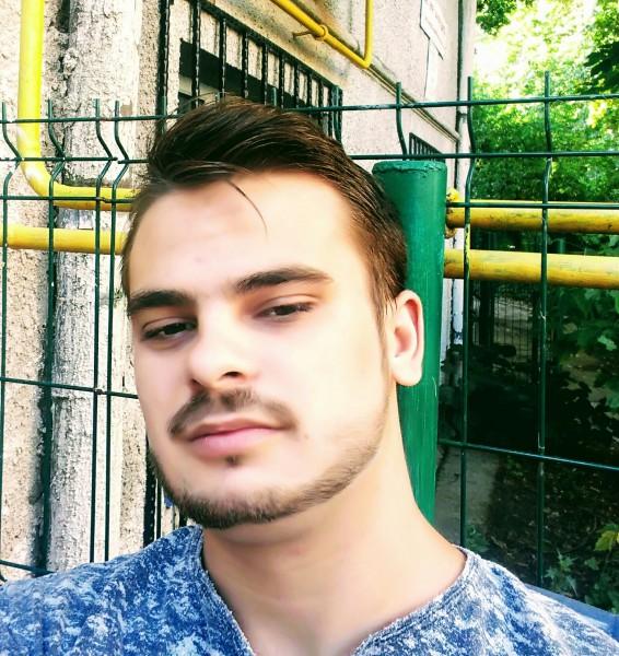 Viorel696, barbat, 23 ani, Galati