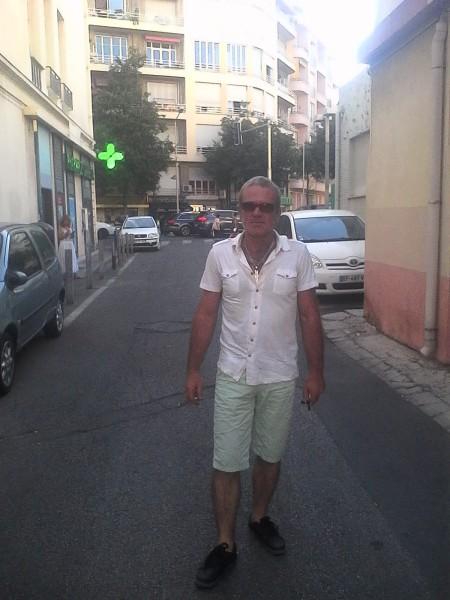 octaviangr, barbat, 44 ani, Franta