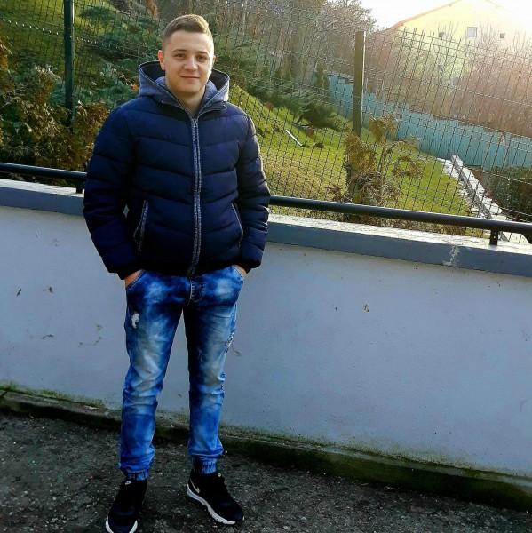 MihaiC98, barbat, 20 ani, Bacau