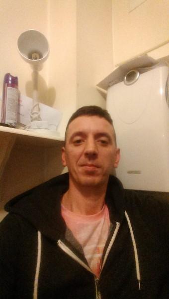 claudiumanda, barbat, 33 ani, Marea Britanie