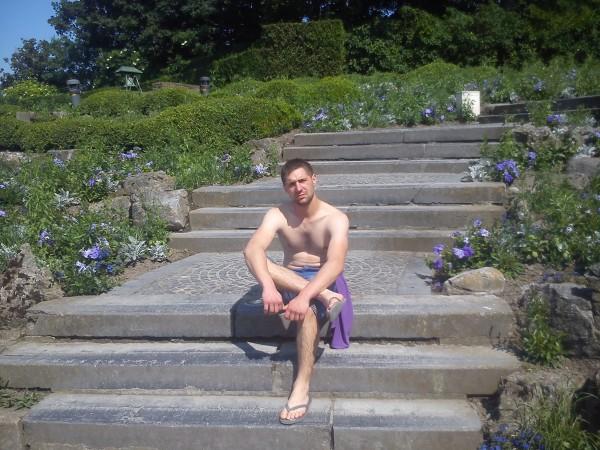 razvan_iulian, barbat, 30 ani, Belgia