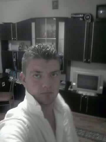 DanyelCosmin, barbat, 30 ani, Craiova
