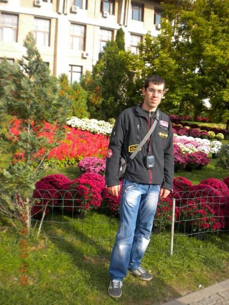 nicusor_gl, barbat, 32 ani, Galati
