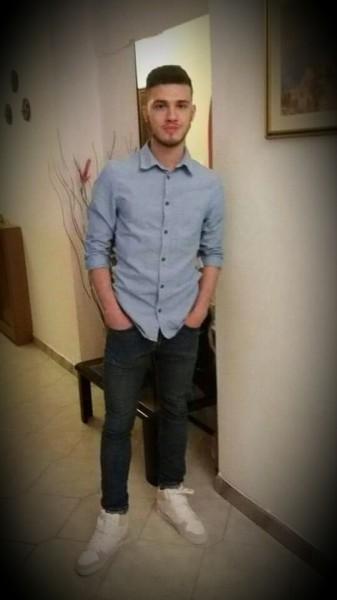 Claudiu2490, barbat, 29 ani, Italia