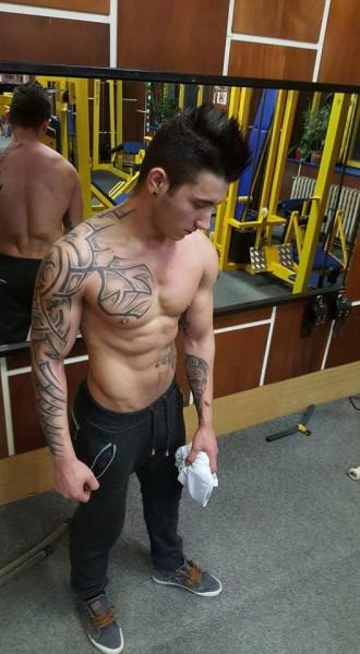 Robert222, barbat, 25 ani, Romania