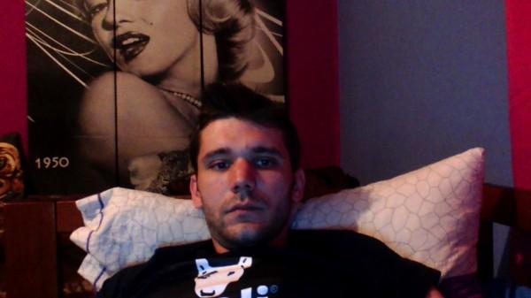 23vlad, barbat, 25 ani, Italia