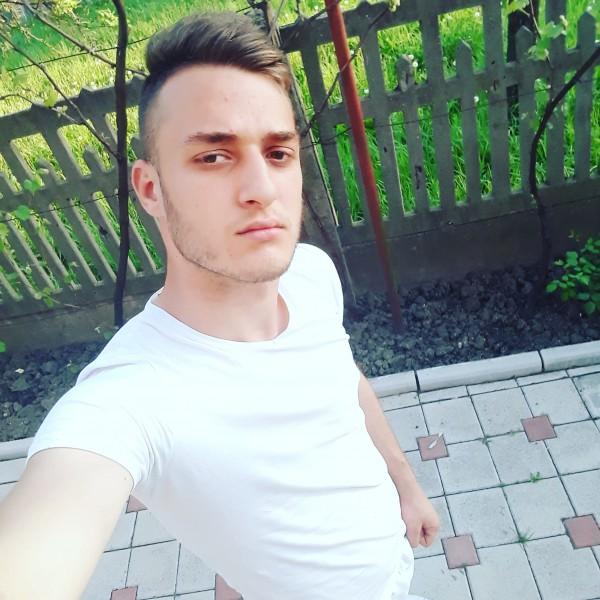 Visancristian, barbat, 19 ani, Targoviste
