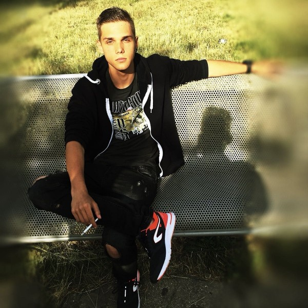 Andrei__Iulian, barbat, 16 ani, BUCURESTI