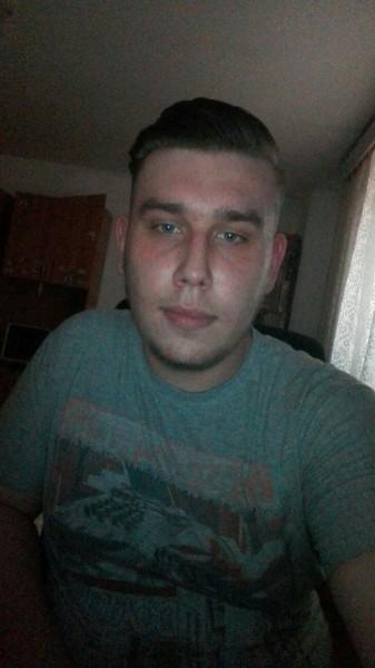 AngeloRobert, barbat, 19 ani, BUCURESTI