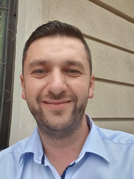 G3org3, barbat, 37 ani, Brasov