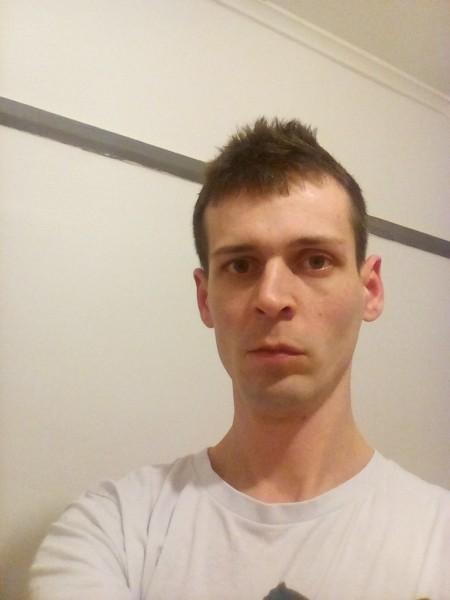 RazvanT3sla, barbat, 28 ani, Marea Britanie