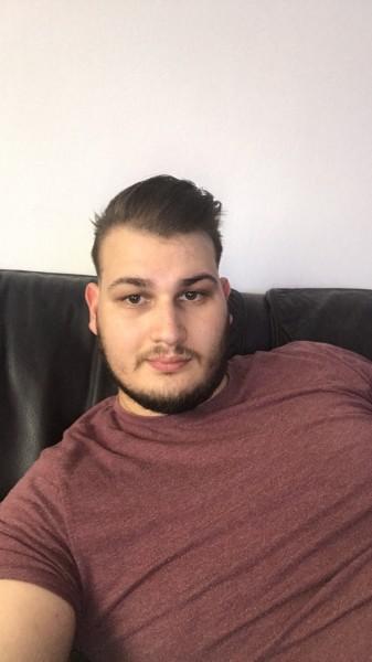 Mihai1008, barbat, 26 ani, Oradea