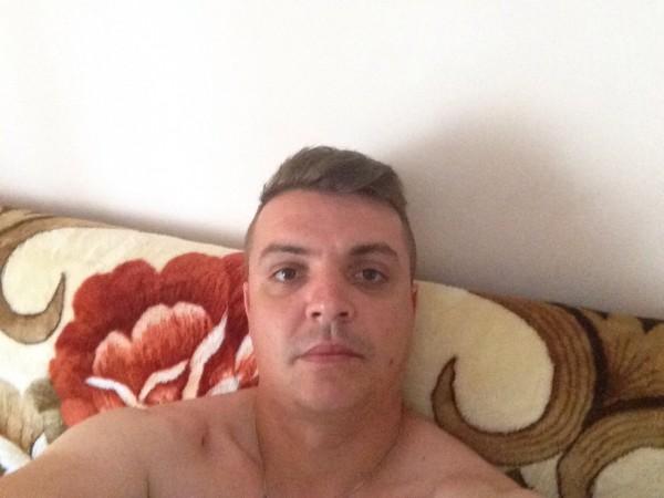 YonutWord, barbat, 28 ani, Bacau