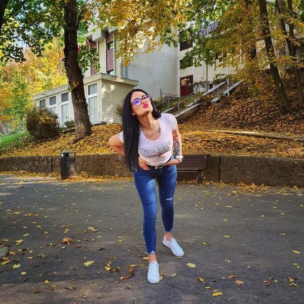 Lavinia23, femeie, 24 ani, Campina