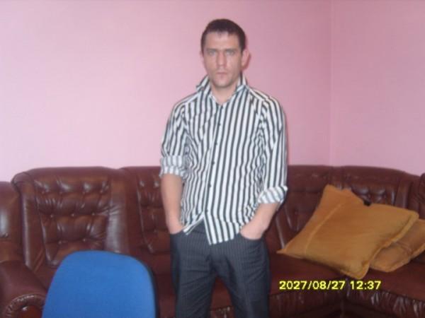 iullian112, barbat, 31 ani, Botosani