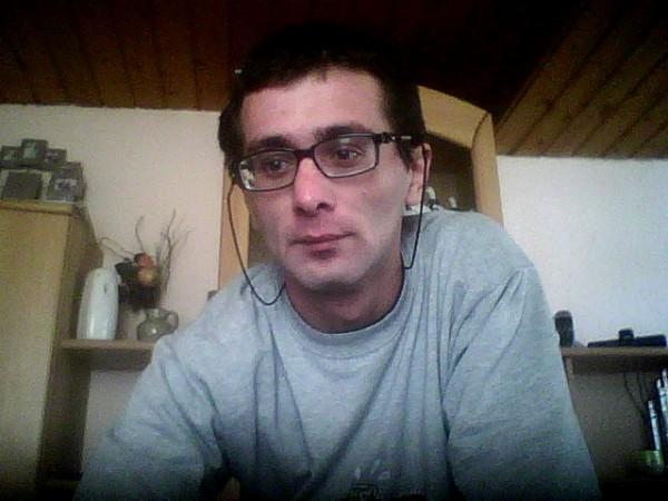 laurentiu2222, barbat, 34 ani, Ramnicu Valcea