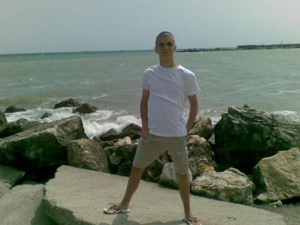 Iulian_Petrut24, barbat, 26 ani, Targoviste