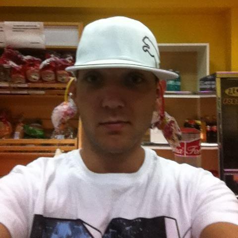 AlexUndo, barbat, 29 ani, BUCURESTI