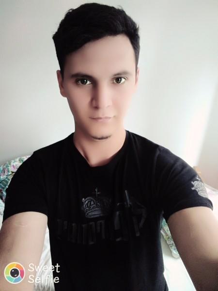 YVO97, barbat, 22 ani, Harlau