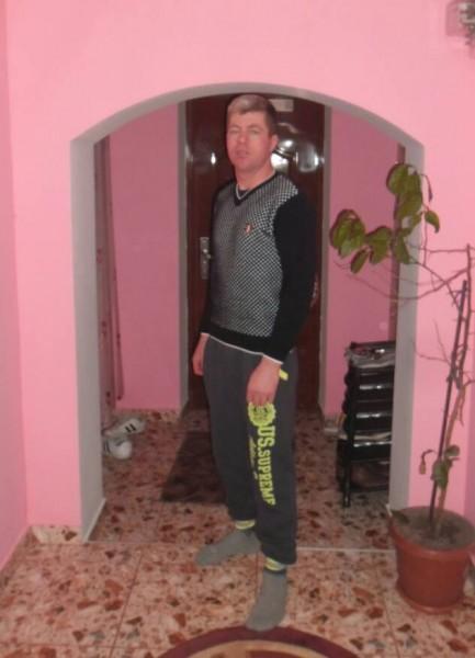 Petrica02, barbat, 39 ani, Roman