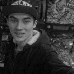 AlexWHS, barbat, 19 ani, BUCURESTI