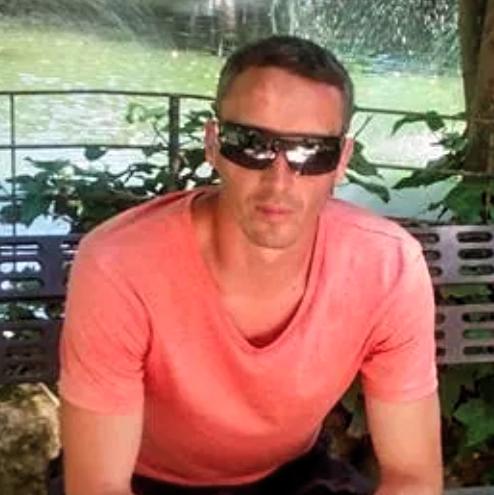 robertroberto, barbat, 41 ani, Romania