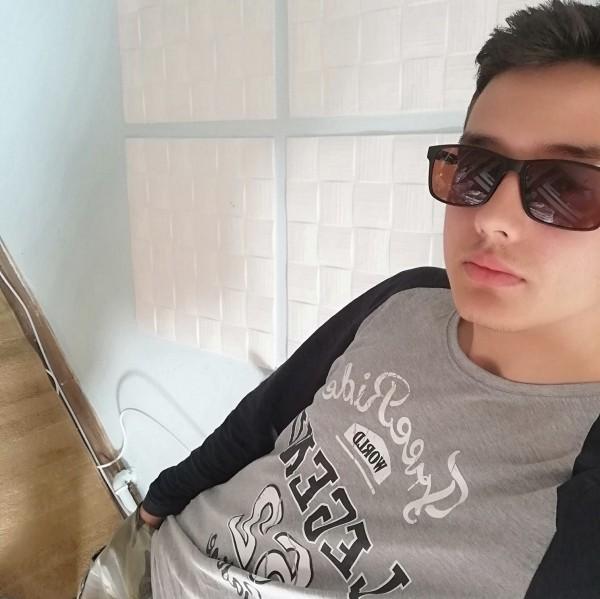 Ado_Andrei, barbat, 19 ani, Targoviste