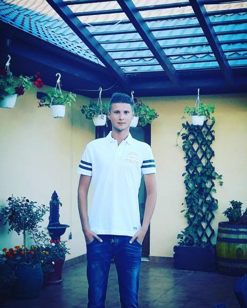 Cioca2354, barbat, 23 ani, Romania
