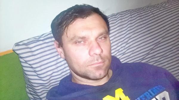 Francis83, barbat, 35 ani, Romania