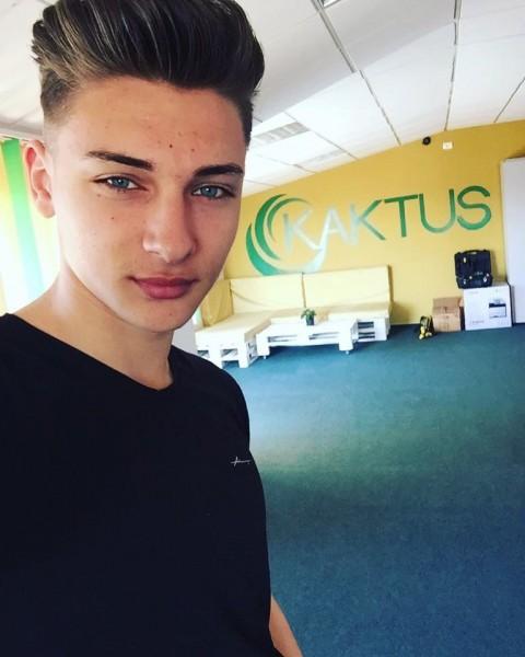 Al3x_rus, barbat, 21 ani, Arad