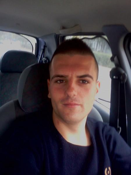 Cosmin_dcf, barbat, 25 ani, Pitesti