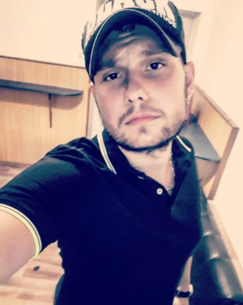 Roobbertt, barbat, 21 ani, BUCURESTI