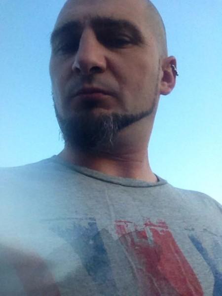 saqusa, barbat, 36 ani, Arad