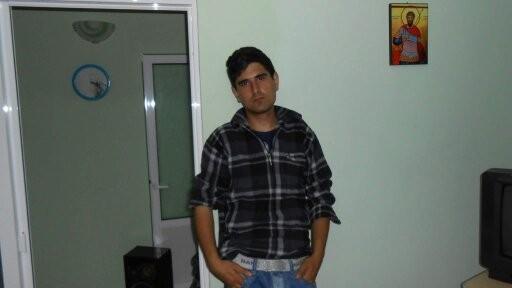 alexutzu_thau, barbat, 25 ani, Tulcea