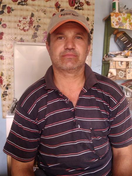 21luci, barbat, 49 ani, Pitesti