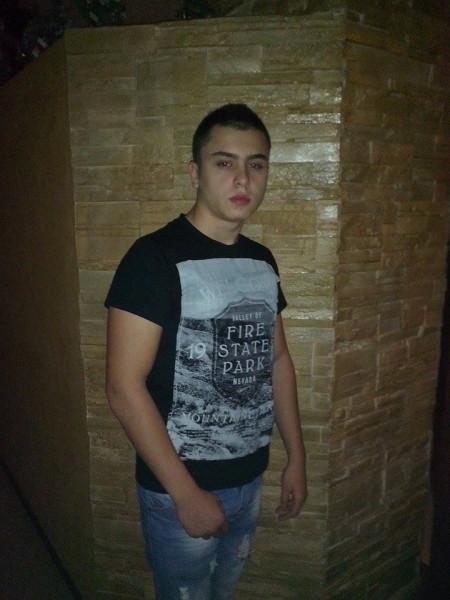 AndreiButean, barbat, 22 ani, Baia Mare