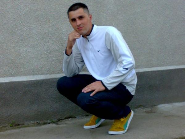 adryanno23, barbat, 35 ani, Resita