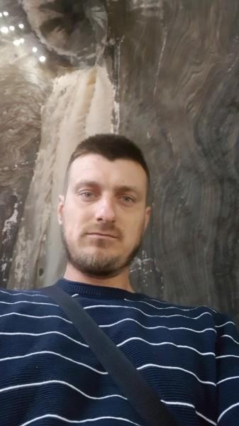 Anton32, barbat, 33 ani, Franta