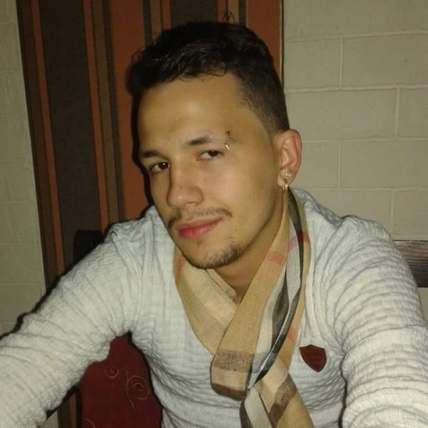 Tiiosti, barbat, 22 ani, Romania