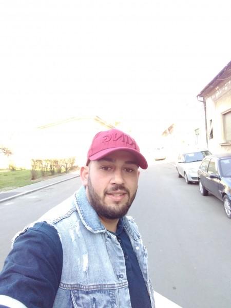 Luciano94, barbat, 25 ani, Arad